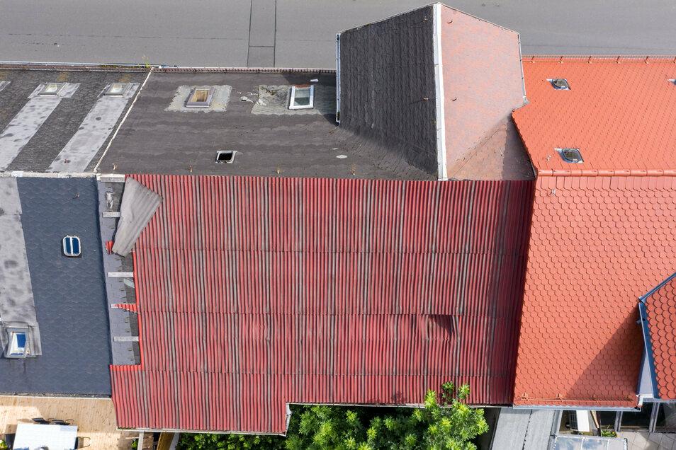 Blick auf das baufällige Dach des Geburtshauses von Olbricht.