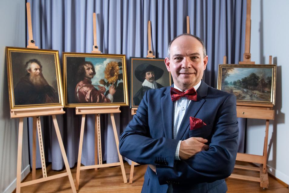 Knut Kreuch, Oberbürgermeister von Gotha (Thüringen) und stellvertretender Stiftungsratsvorsitzender der Stiftung Schloss Friedenstein Gotha, ist glücklich, dass die fünf Gemälde nach gut 40 Jahren zurück sind.