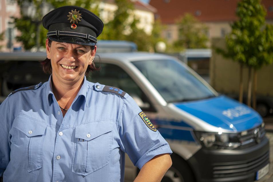 Anja Zimmer ist seit Oktober 2019 Bürgerpolizistin im Großenhainer Polizeirevier. Jetzt stellte sich die 43-Jährige in Wildenhain vor.