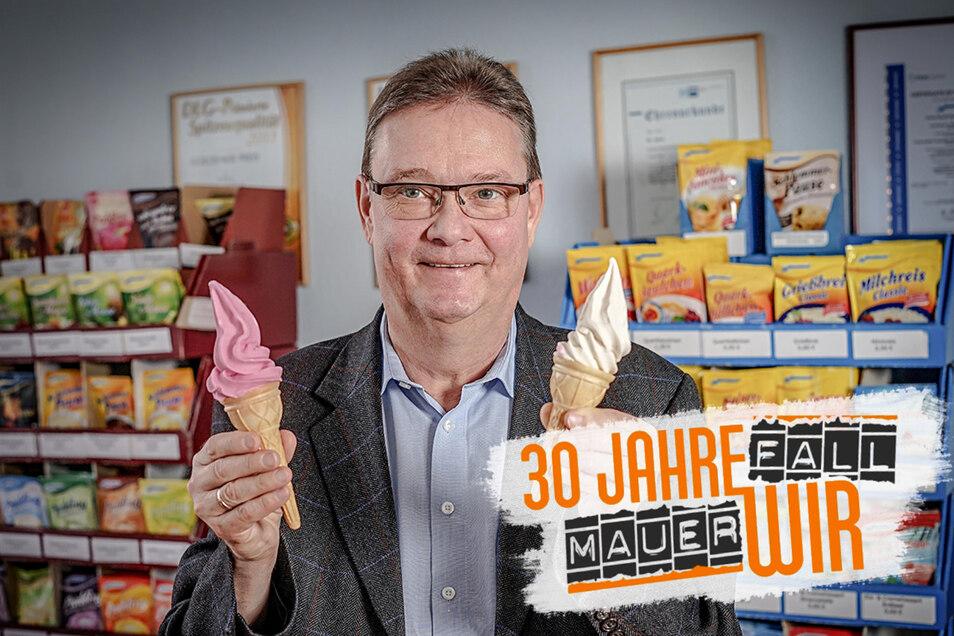 Mit Eispulver zu DDR-Zeiten erfolgreich und heute wieder: Komet-Geschäftsführer Gunter Pöhle präsentiert zwei Softeissorten. Zum Sortiment des Großpostwitzer Betriebes gehört aber noch viel mehr, mittlerweile umfasst es über 100 Produkte.