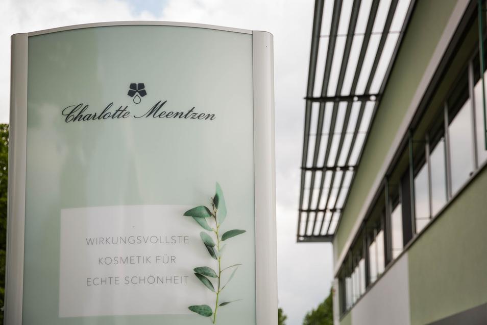 Die Firma Charlotte Meentzen an der Carl-Eschebach-Straße in Radeberg ist bekannt für Naturkosmetik. Jetzt bietet das Unternehmen ein untypisches Produkt an. Grund ist die Corona-Pandemie.