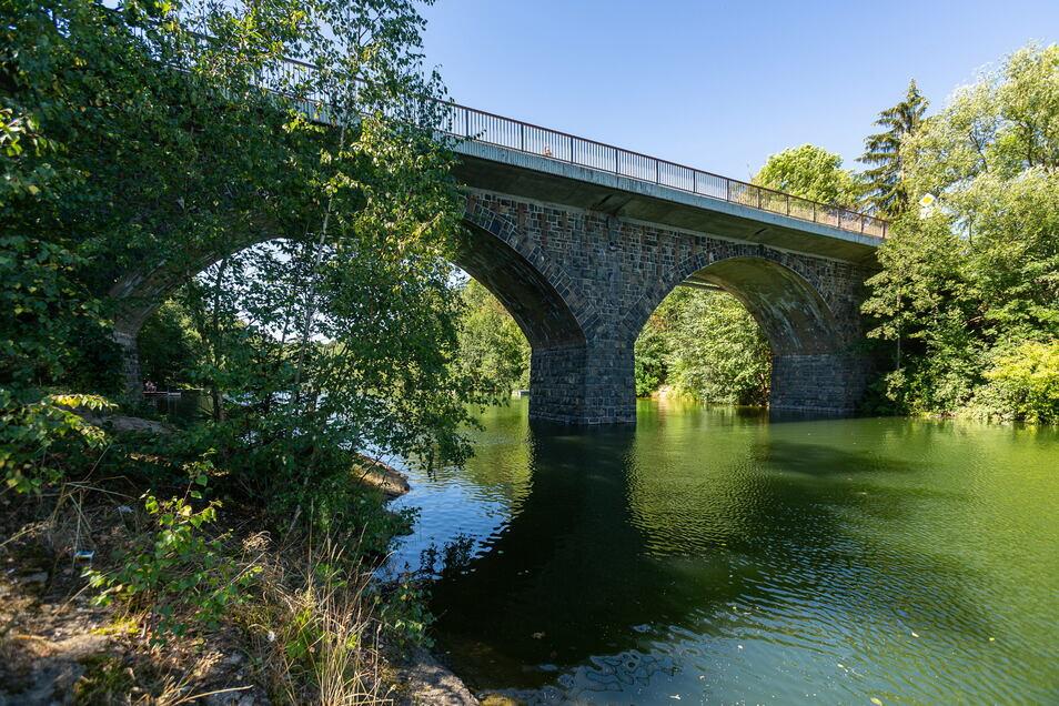 Ein historisches Bauwerk ist die Brücke über den Lämmergrund. Weil sie aber weiterhin dem heutigen Verkehr standhalten muss, bekommt sie jetzt eine Sanierung.