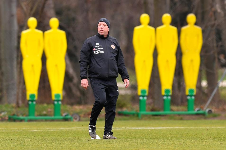 Chefcoach Markus Kauczinski darf bei Dynamo mit kleinen Gruppen von maximal drei Spielern trainieren - allerdings nicht im Großen Garten, sondern ohne Zuschauer im Stadion.