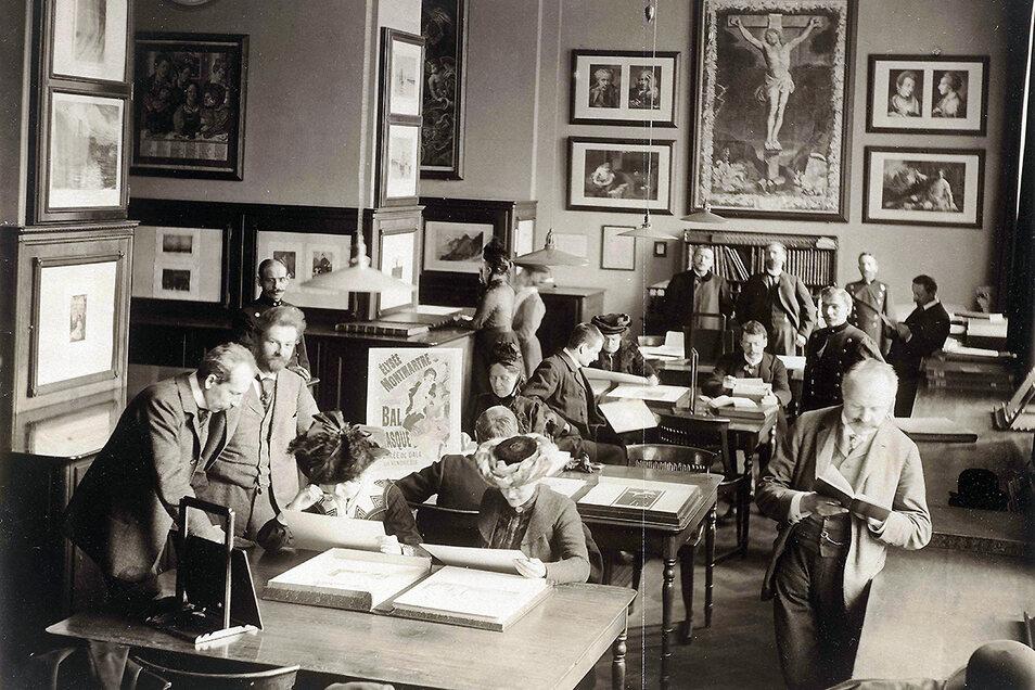 ... und eine Fotografie vom Studiensaal 1908.