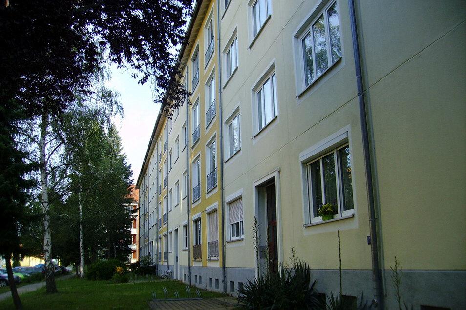 In dem Haus Otto-Damerau-Straße 1 bis 7 gibt es so um die vierzig Wohnungen, von denen eine Reihe bereits jetzt leer steht.