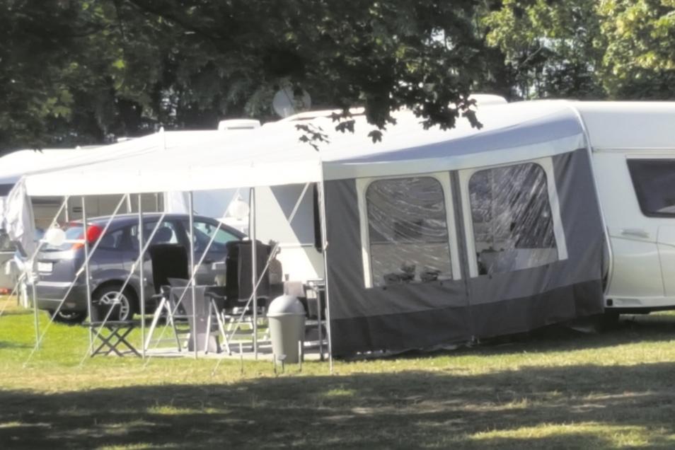 """""""Angenommen werden nur Mobilcaravanbesitzer. Keine Caravananhänger am Auto bzw. Camping"""", heißt es in der Stellplatzordnung. Offensichtlich verstößt der Betreiber des Caravan-Stellplatzes am """"Wellenspiel"""", die Städtische Dienste Meißen GmbH, gegen ihre ei"""