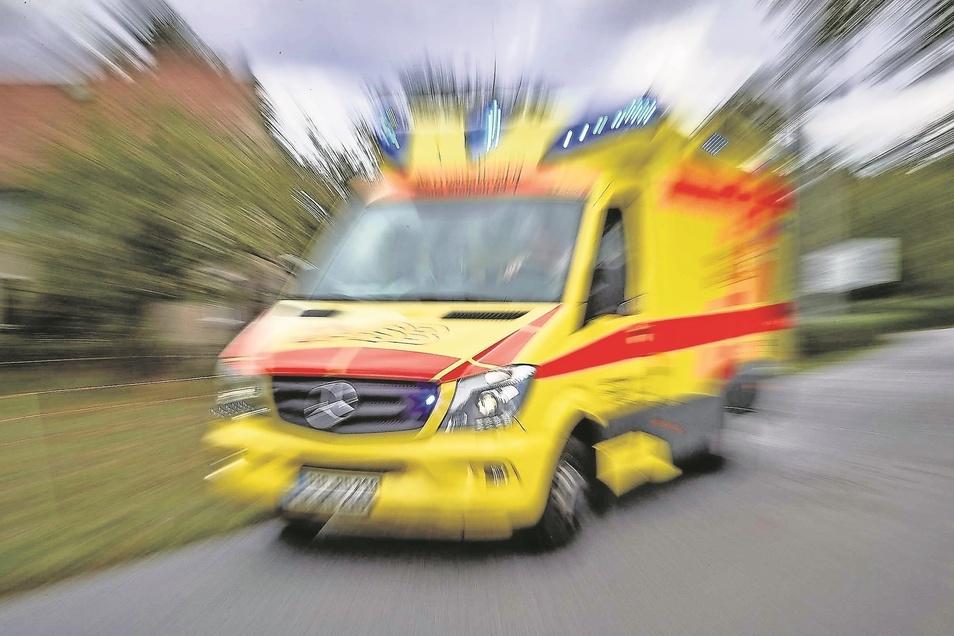 Wenn der Rettungswagen losgeschickt wird, zählt jede Sekunde. Doch jeder vierte Rettungswagen im Landkreis Meißen konnte im Vorjahr die Hilfsfrist von zwölf Minuten nicht einhalten. Das soll sich jetzt ändern.