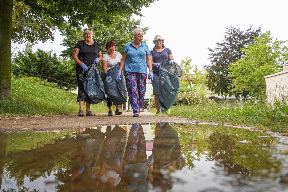 Zwölf Säcke Müll haben Anwohner am Mittwoch im Bautzener Stadtteil Gesundbrunnen gesammelt. Auch die Mitglieder des Vereins Leuchtturm Majak halfen.