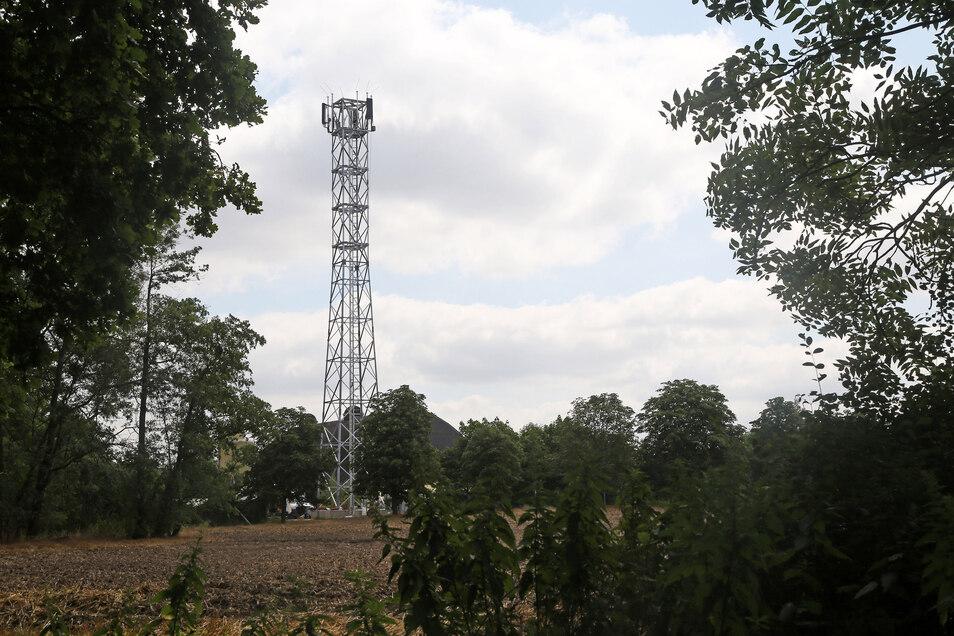 In Sachsen wird derzeit das Mobilfunknetz deutlich ausgebaut. Das führt jedoch auch zu Problemen.