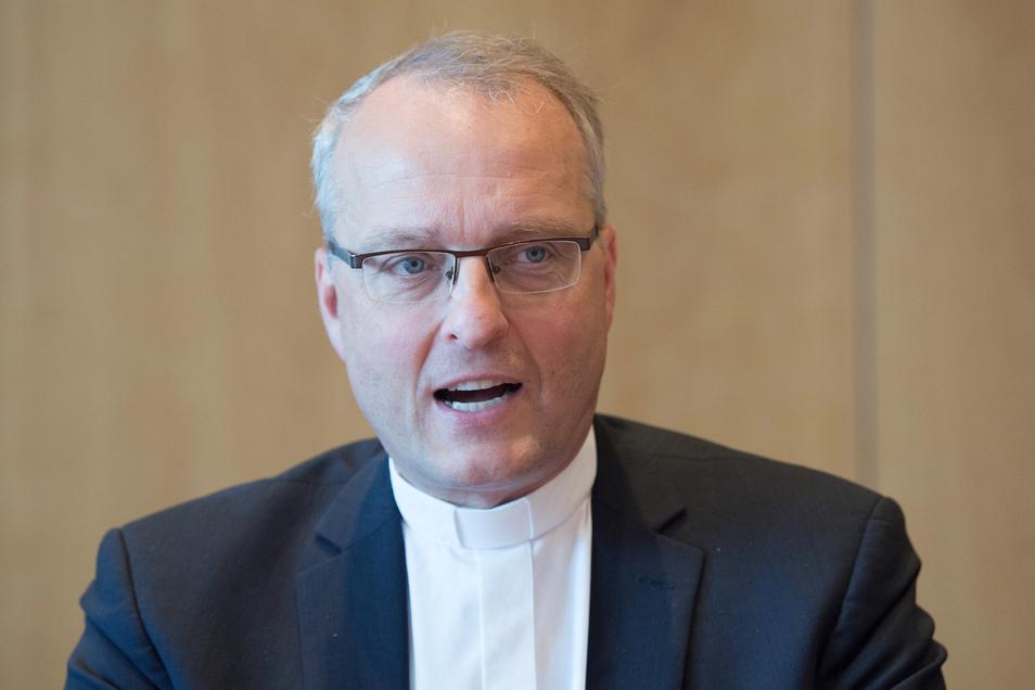Der evangelische Landesbischof war Mitglied in einer Studentenverbindung. Das sorgte in der Kirche für Unruhe.