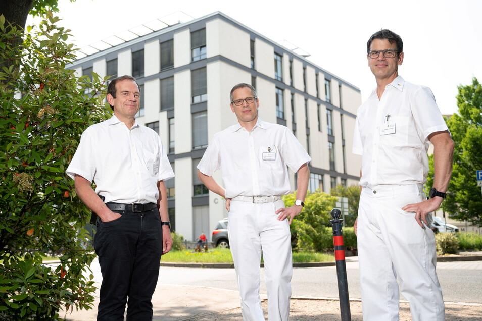 Neue Nachbarn: Privatdozent Dr. Jochen Machetanz, der die Neurologie am Städtischen Klinikum leitet, Oberarzt und Neuroradiologe Dr. Olaf Wunderlich und der Neurochirurg Professor Dr. Florian Stockhammer (v.l.) bauen am Friedrichstadt-Krankenhaus das neue