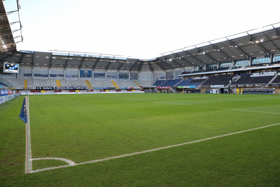 SC Paderborn 07 | Benteler-Arena | Kapazität: 15.000 | Auslastung: 5.000 | Auslastung in Prozent: 33.