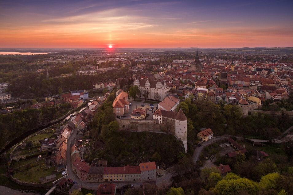 Die große Kreisstadt Bautzen mit ca 40 000 Einwohnern gilt als Zentrum der Oberlausitz.