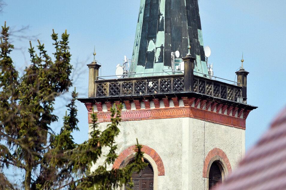 Der Kirchturm in Kottmarsdorf trägt jetzt mehrere Internet-Antennen.