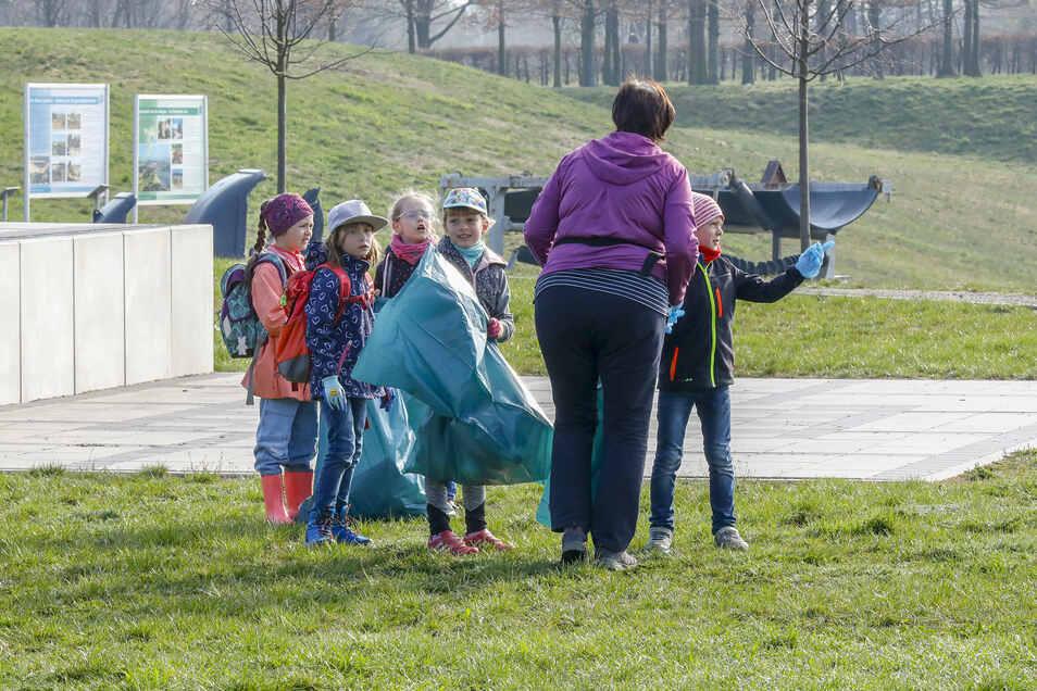 Im Frühjahr 2019 gab's eine Müllsammelaktion am O-See. Etwa 150 Menschen waren im Einsatz.