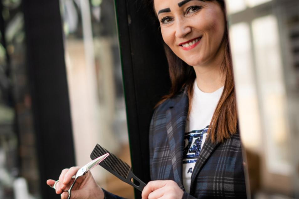 Sandra Waldera hat alles in ihrem Salon vorbereitet und weiß zu schätzen, ihrem Beruf wieder nachgehen zu können.