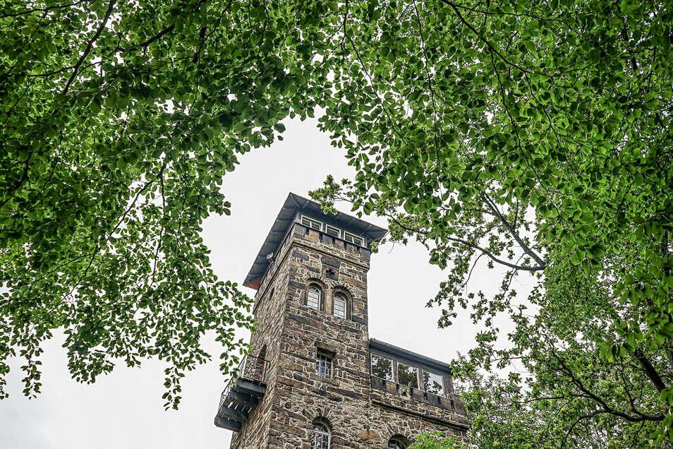 Der Turm der Bergbaude auf dem Czorneboh bei Cunewalde ist der älteste Aussichtsturm in der Oberlausitz.