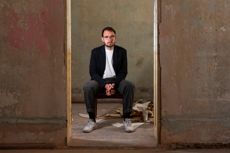 Lukas Rietzschel in einem Görlitzer Altbau, den er und Freunde zu einem Kulturtreff umbauen wollen.