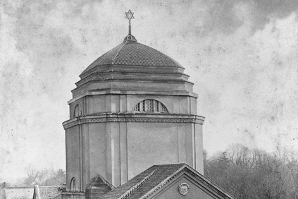 Diese historische Aufnahme zeigt die Synagoge Görlitz bei ihrer Eröffnung im Jahr 1911 - der Davidstern krönt das Gebäude.