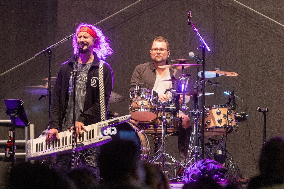 Die Partyband Jolly Jumper heizte mit einer Mischung aus deutschem Schlager, Ostrock und Rock 'n' Roll dem Publikum ein.