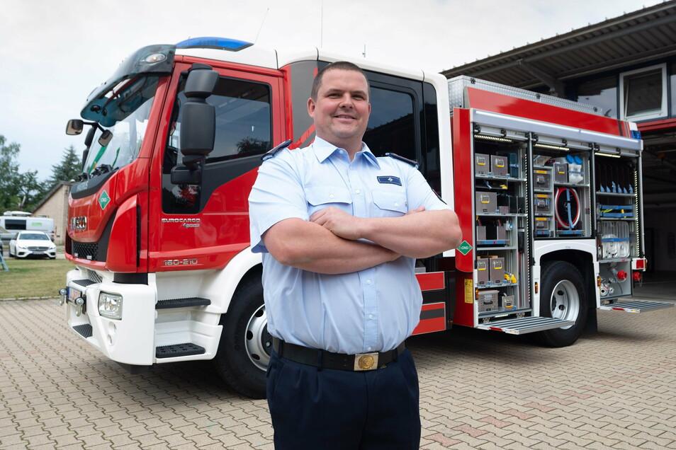 Im Sommer hatte die Firma Iveco Magirus den HLF 10 in Radeberg vorgestellt. Feuerwehrchef Frank Höhme hätte ihn am liebsten gleich dabehalten.