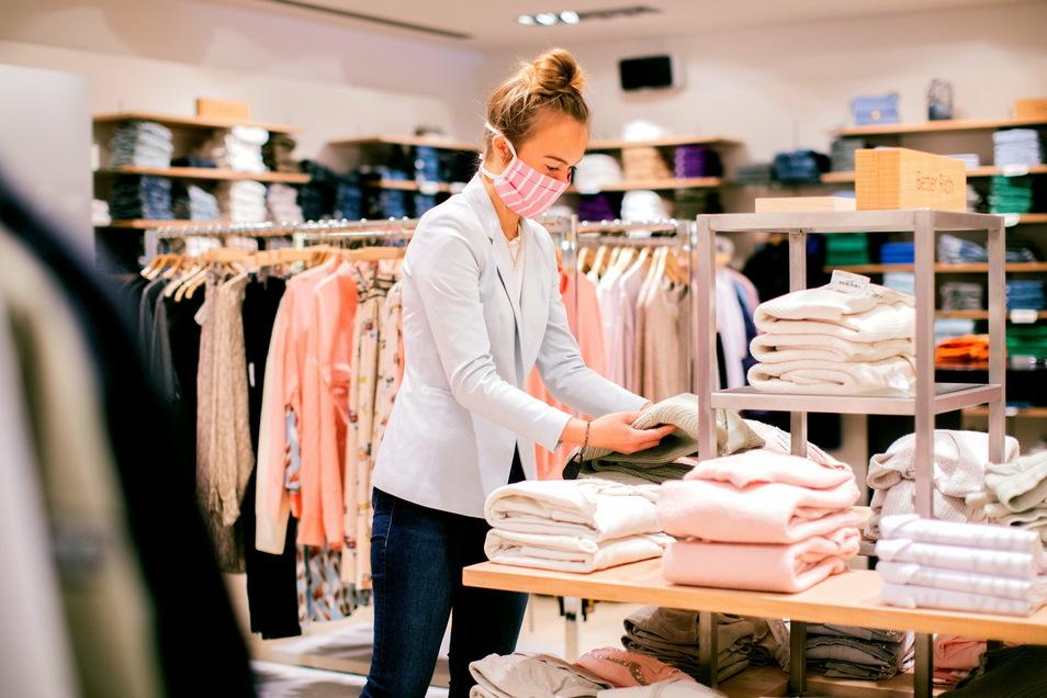 Der Textilhandel in den deutschen Innenstädten schlägt Alarm. Durch die Verlängerung des Lockdowns bis mindestens Ende Januar werde sich in den Geschäften die unverkaufte Ware auftürmen.