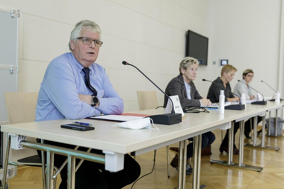 Landrat Lange gab am Montag erneut eine Pressekonferenz zur Corona-Lage im Kreis Görlitz. Das Foto stammt von der Pressekonferenz am 20. Oktober.
