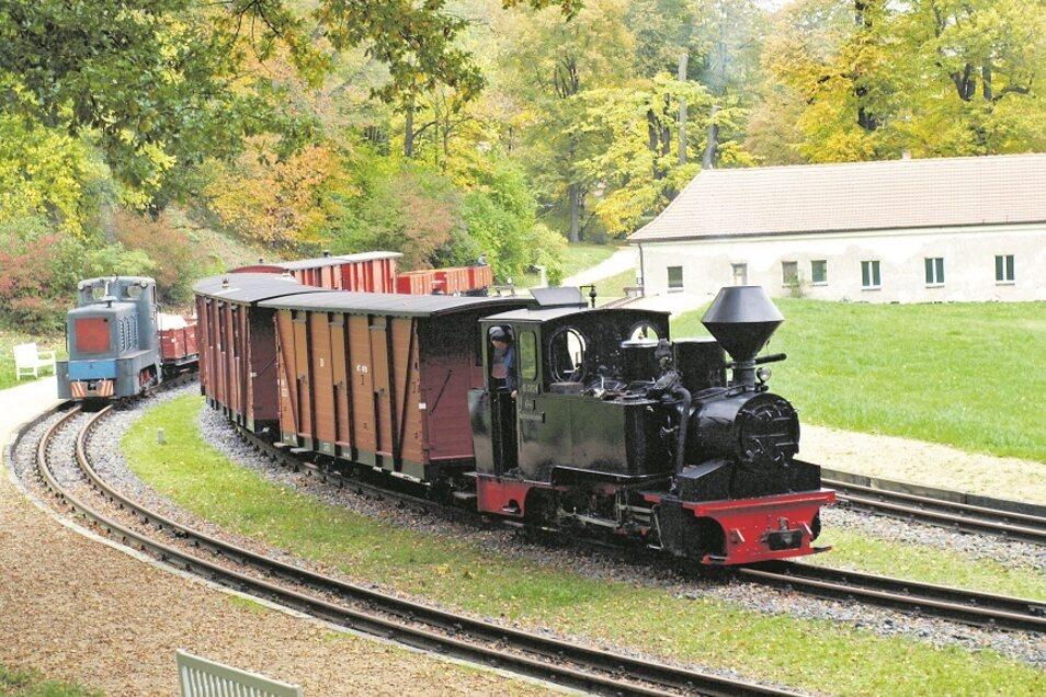 Der WEM- /Waldeisenbahn-Muskau-) Bahnhof im Badepark inmitten des Welterbeparks von Bad Muskau ist das ideale Ambiente für die Auftritte nostalgischer Zugtechnik.