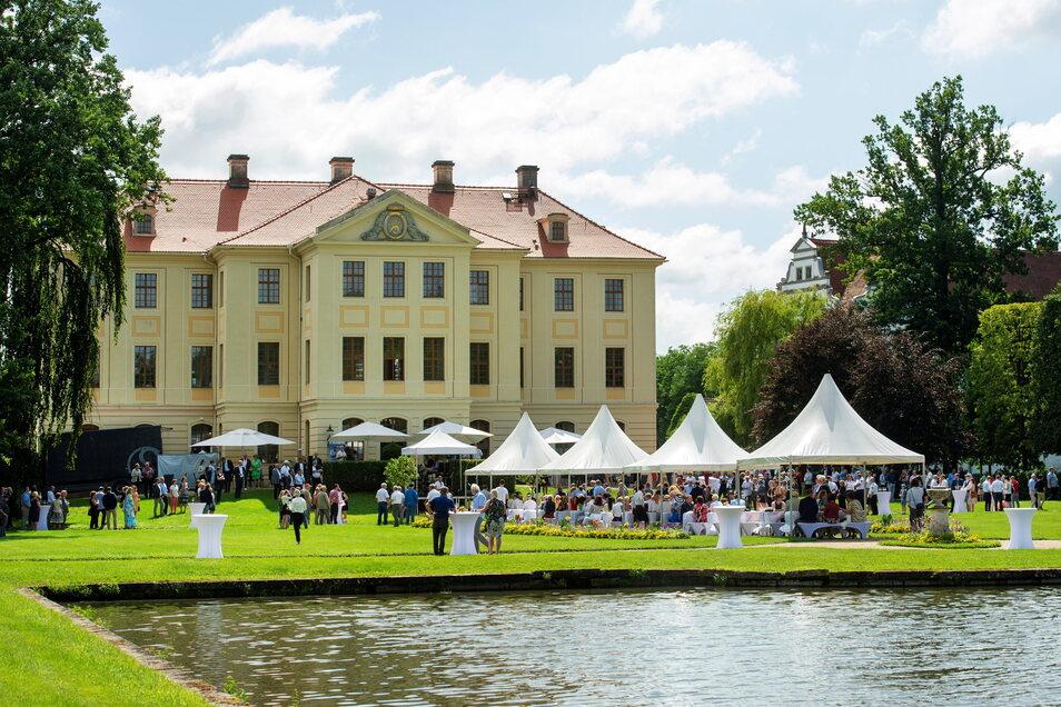 Schönes Wetter, schönes Ambiente: Sommerfest des Landkreises Meißen im Barockgarten Zabeltitz. 500 Gäste waren am Sonntag gekommen.