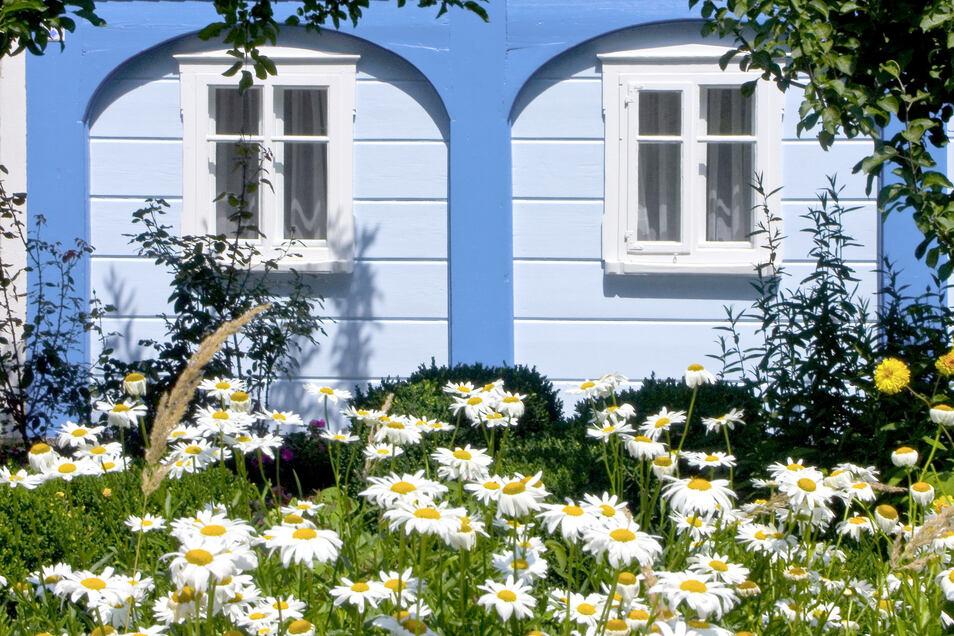 Die charakteristischen Umgebindehäuser im Oberlausitzer Bergland sind viele Hundert Jahre alt und beherbergten ursprünglich oft Leinenweber.