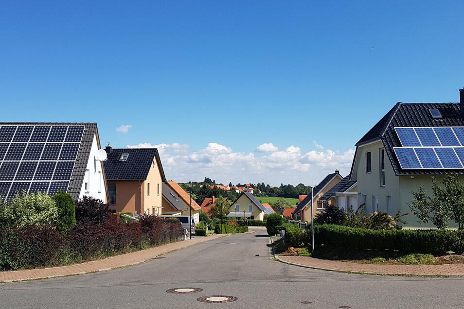 Auf vielen Dächern finden sich immer öfter Photovoltaikanlagen.
