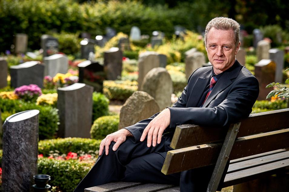 Uwe Billing war 2002 und 2013 vom Hochwasser in Pirna betroffen. Beide Male wurde das Erdgeschoss seines Bestattungshauses in der Gartenstraße geflutet.