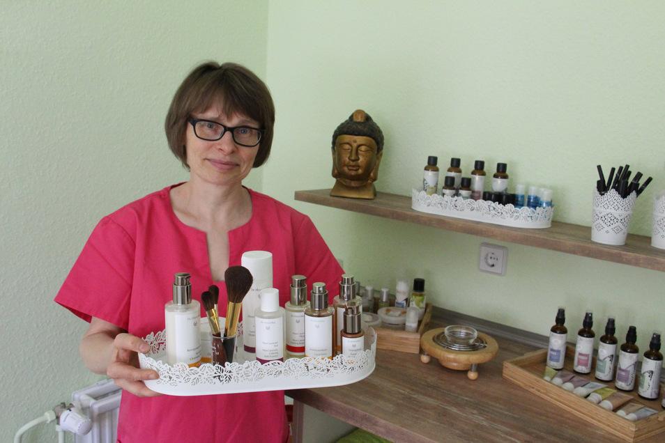 In den letzten Tagen richtete Simone Lauer ihre neuen Räume an der Jägerstraße 9 ein Seit 25 Jahren betreibt sie ihre Naturkosmetik-Praxis nun schon.