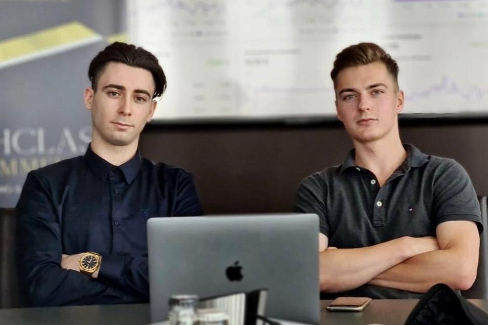 Erfolgreich im Online-Handel: Arnold Rangno (l.) aus Dresden und Philipp Jäger aus Coswig verdienen mit dem sogenannten Dropshipping ihr Geld.