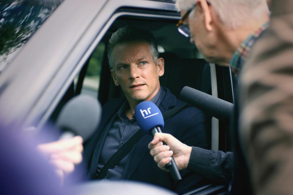 """Barry Atsma, man hat ihn aus der Serie """"Bad Banks"""" in bester Erinnerung, gibt den smarten Talkmaster Maarten Jansen, den seine Zuschauer vergöttern."""