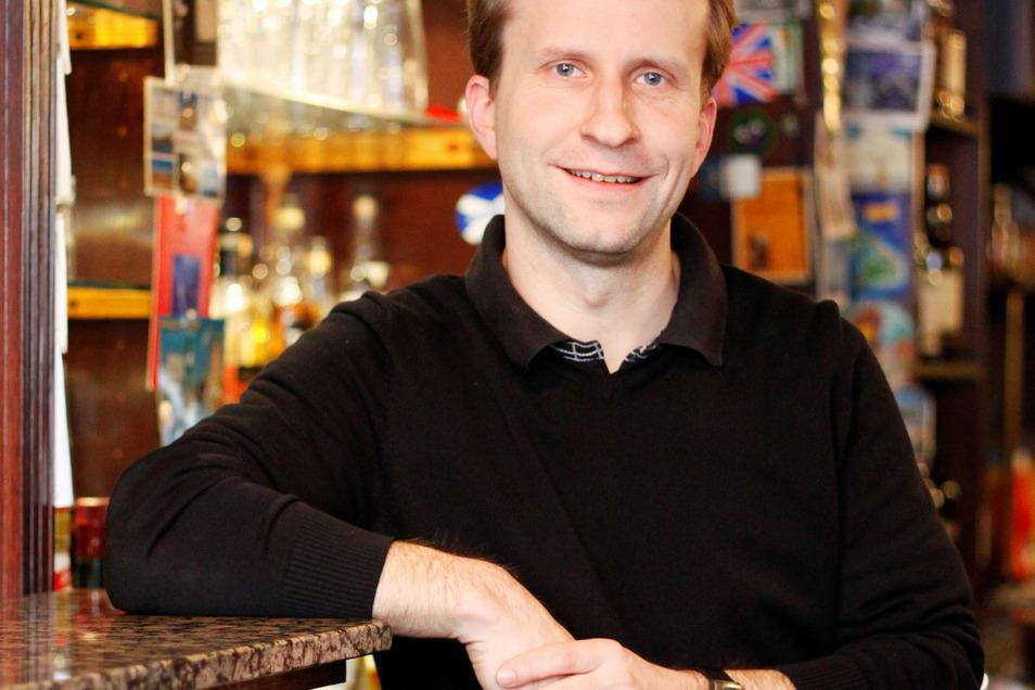 """Gerd Lehmann ist der Inhaber des """"Kings Pub"""" auf der Hospitalstraße."""