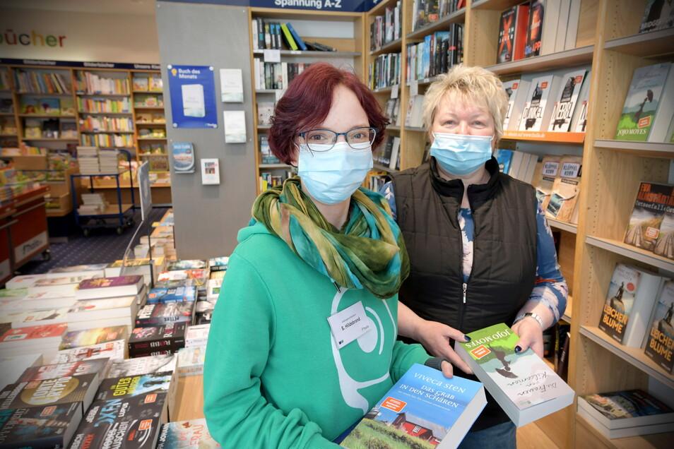 Sophie Hildebrand (l.) und Eva-Maria Berger von der Buchhandlung Thalia in Löbau erleben täglich die Unsicherheit der Kunden beim Einkauf.