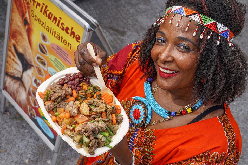 Mary Hänel ist Mitte der 90er aus Kenia nach Deutschland gekommen und kocht in Bautzen Rezepte ihrer Mutter nach, etwa Zebra-, Krokodil-, Kamel- und Büffelfleisch sowie Gemüse, Couscous und Reis.