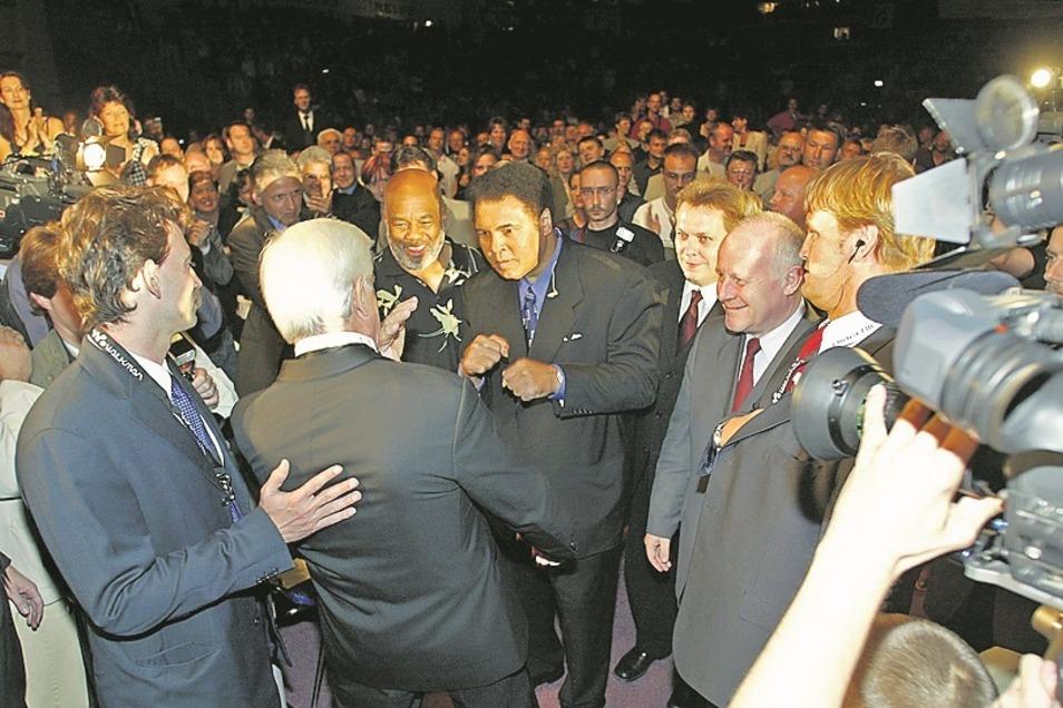 Wolfram Köhlers größter Coup war der Drei-Tage-Aufenthalt von Muhammad Ali in Riesa (Mitte).