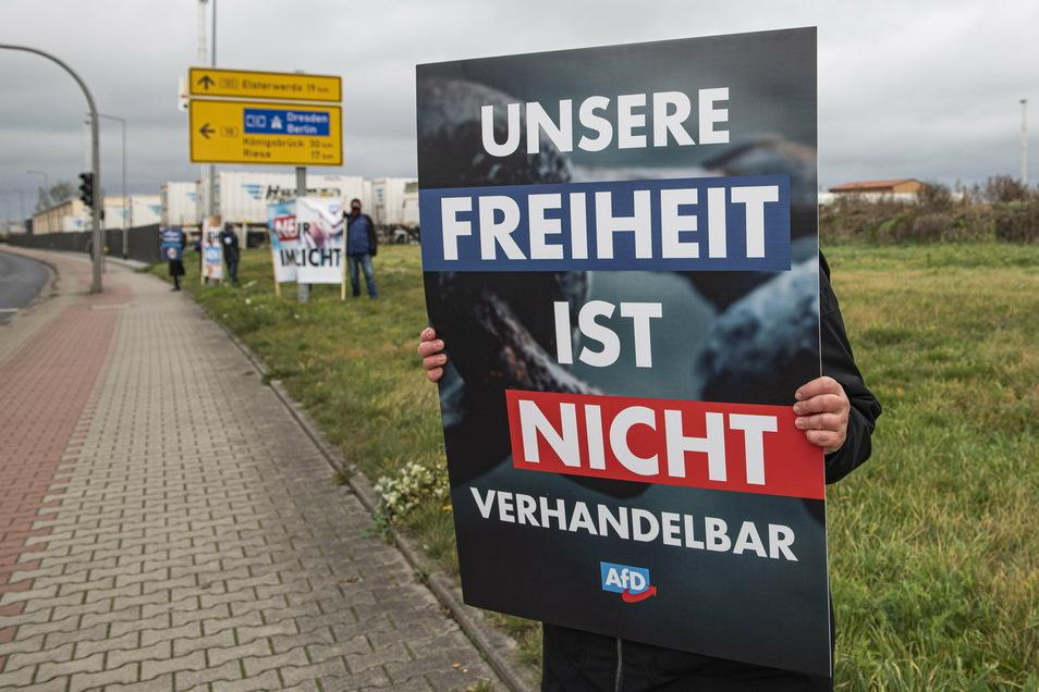 Einer von drei Standorten des Protestes am Freitag war die Elsterwerdaer Straße.