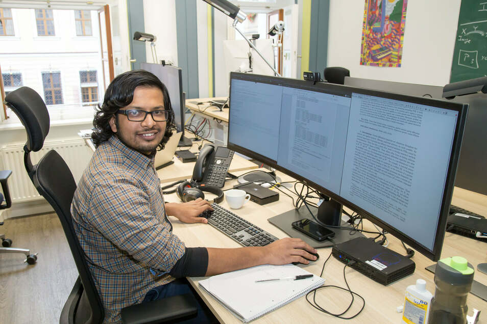 Sachin Krishnan Thekke Veettil (28) aus Indien kam als einer der ersten Mitarbeiter im Februar zu Casus. Er hatte zu einem Professor am Max-Planck-Institut Kontakt aufgenommen, bei dem er seine Post-Doktor-Arbeit schreiben wollte. Der verwies ihn an Casus als Kooperationspartner des Max-Planck-Instituts. Der Physiker programmiert nun Simulationen aus der Systembiologe und macht so Prozesse in kleinsten Einheiten, etwa Zellen, sichtbar. Während seiner ersten Monate in Görlitz hat er sich gut eingelebt, Deutsch gelernt, Freunde unter den Kollegen gefunden und mehrere Inder kennengelernt, die wie er in Görlitz leben. Unter anderem die Betreiberin des Café Oriental Uma Zimmermann. (ie)