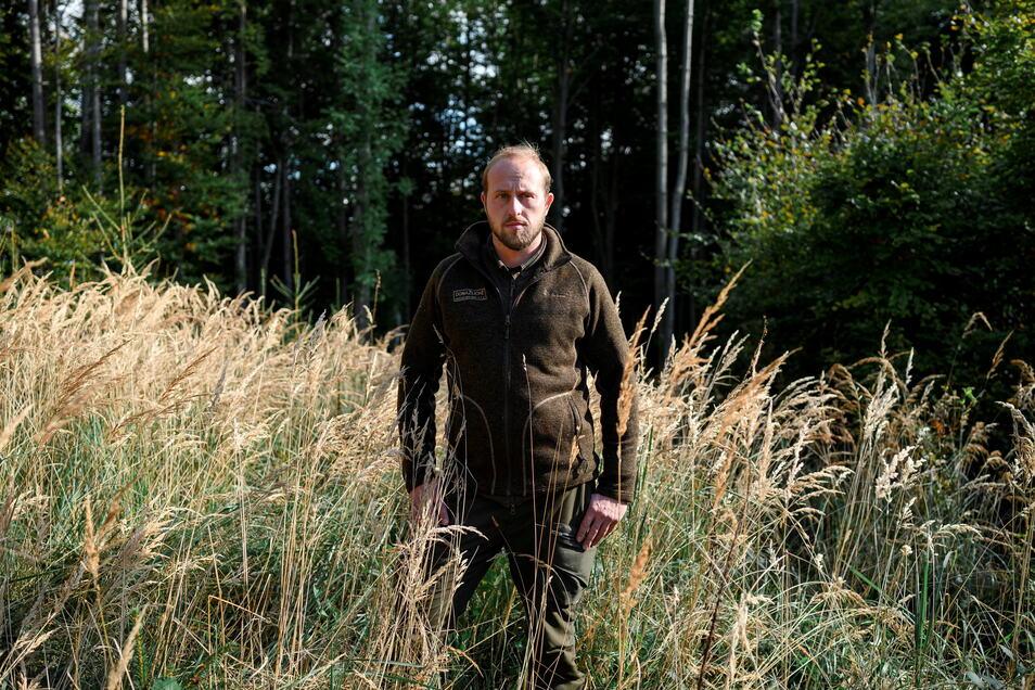 Förster Martin Semecký steht am an der Stelle im Wald, an dem er die bis dahin vermisste Julia gefunden hat.