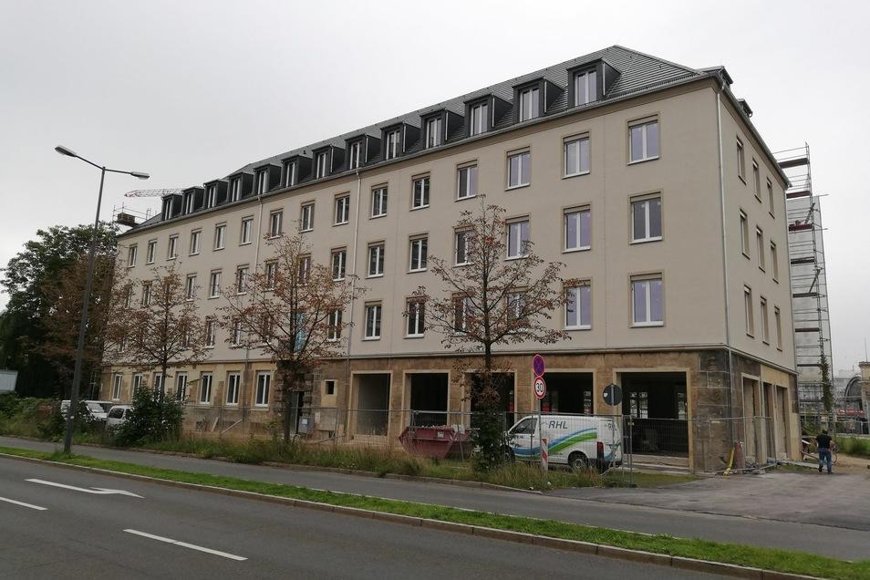 So sieht die neue Fassade des Sidonien-Kontor an der Ostseite des Wiener Platzes in Dresden nach dem Gerüstabbau aus.