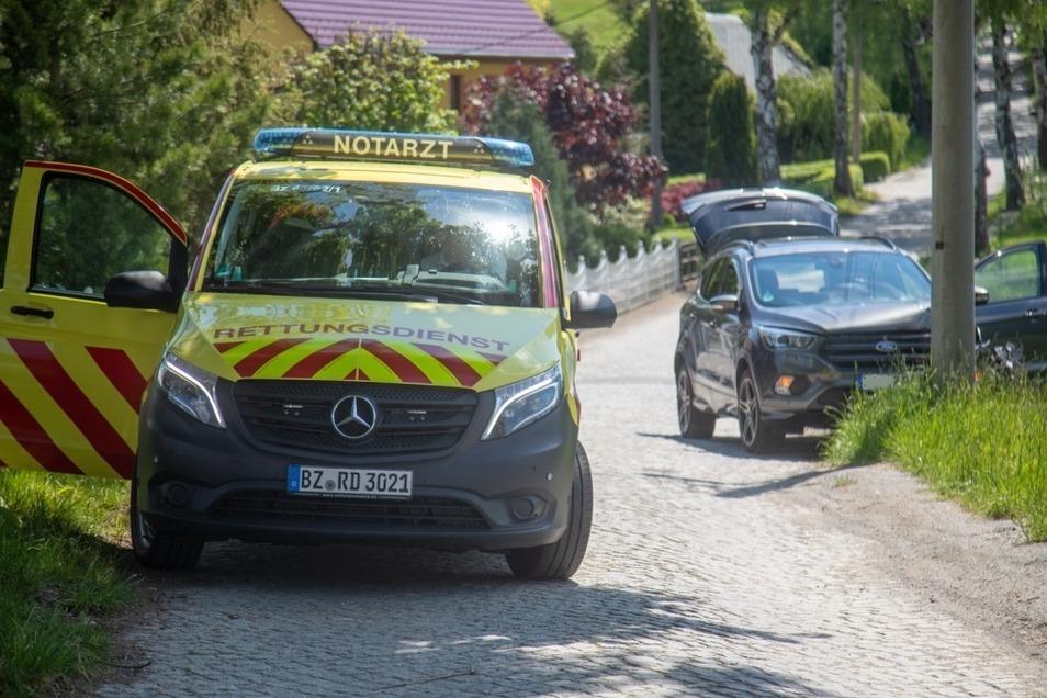 Bei einem Unfall im Steinigtwolmsdorfer Ortsteil Ringenhain konnten Rettungskräfte einem 71-Jährigen nicht mehr helfen.
