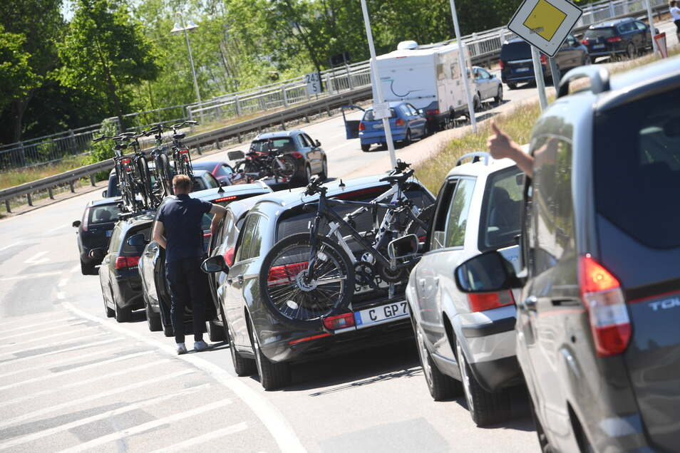 Der ADAC erwartet am kommenden Wochenende viel Verkehr auf den Straßen in Deutschland.