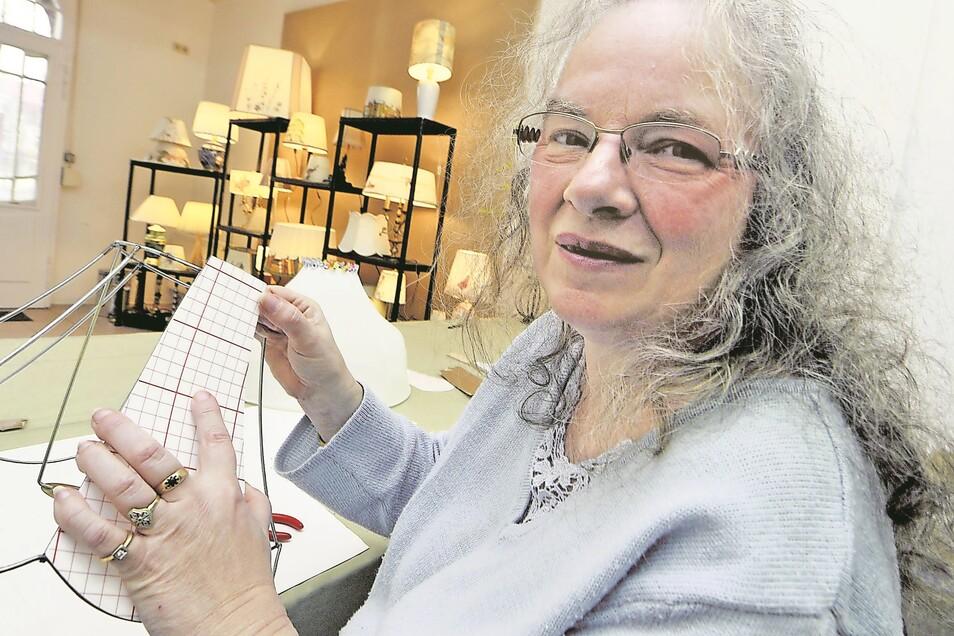 Marion Wagner-Dee weiß für (fast) jedes Lampenproblem eine Lösung. Erst recht, wenn es sich um ein altes Schätzchen handelt.