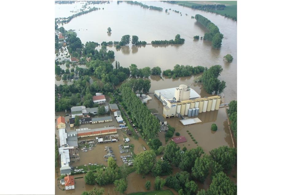 Juni 2013: Die Malzfabrik und weite Teile von Heidenau stehen nach 2002 erneut unter Wasser.