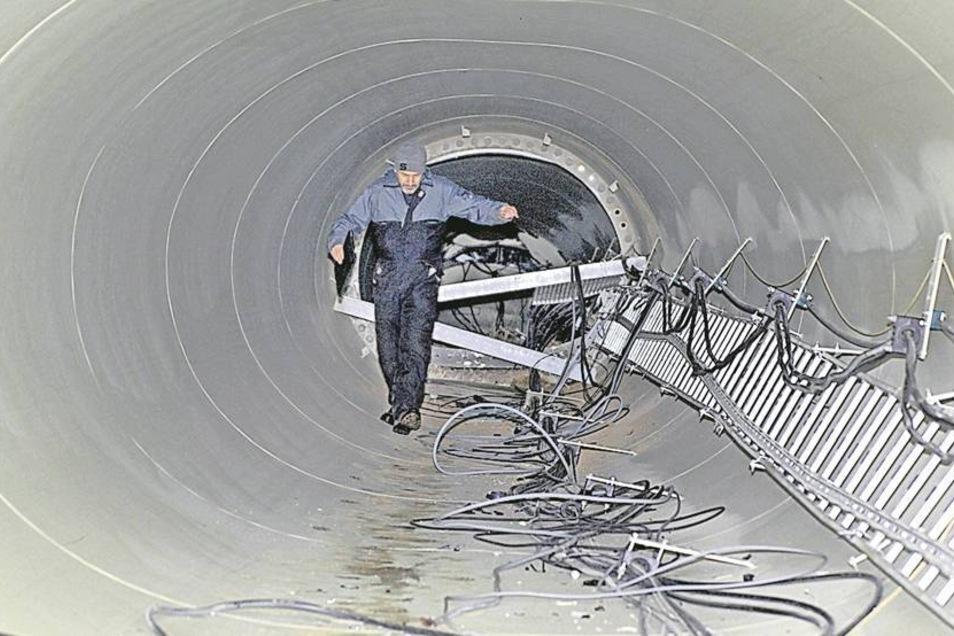 Jürgen Holzmüller aus Aurich, öffentlich bestellter Sachverständiger für Windenergieanlagen, hat die Trümmer am Wochenende untersucht.