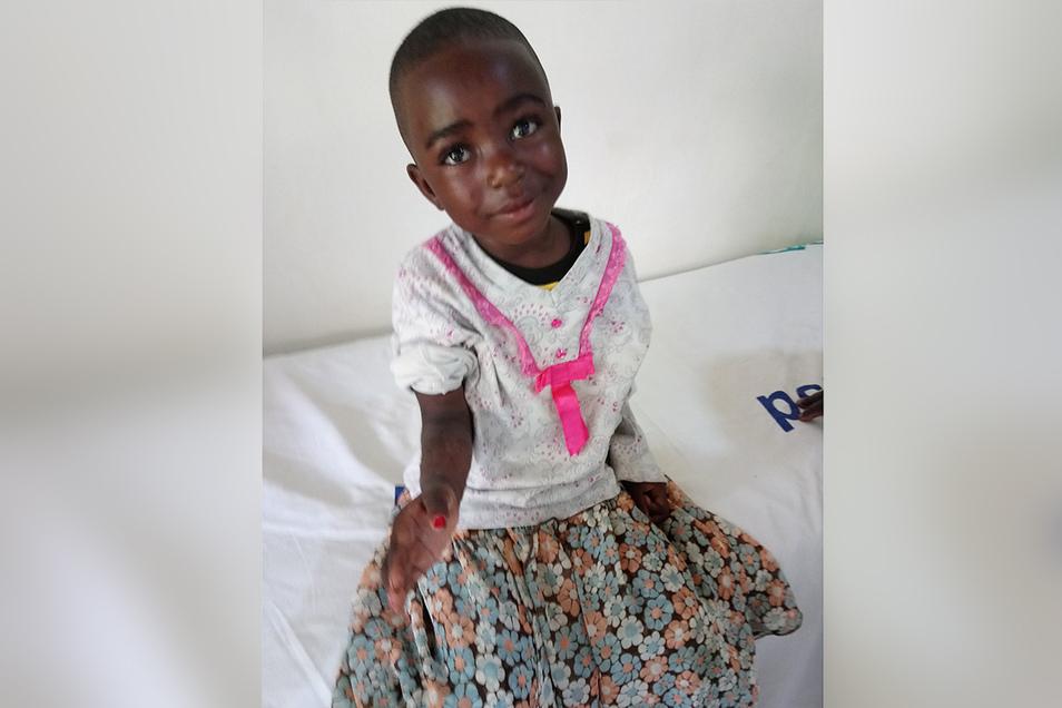 Wenn der Patient wieder lächelt, dann ist auch der Arzt zufrieden. So wie die vierjährige Celina nach ihrem operierten Unterarmbruch. Es sind vor allem Brüche, die der Nieskyer Chirurg zu behandeln hat, aber auch Geschwüre und Bauchentzündungen zählen dazu..