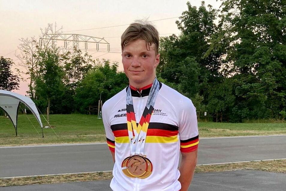 Medaillenhamster: Richard Krause vom Großenhainer Rollsportverein kehrte mit drei Medaillen von der Deutschen Meisterschaft in Halle zurück